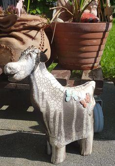 Keramik-Kuh im Raku