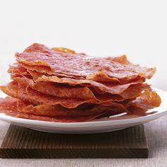 Salami Crisps for low carb keto snacking. Ketogenic Recipes, Low Carb Recipes, Appetizer Recipes, Snack Recipes, Bbq Appetizers, Pork Recipes, Crisp Recipe, Keto Snacks, Food Menu