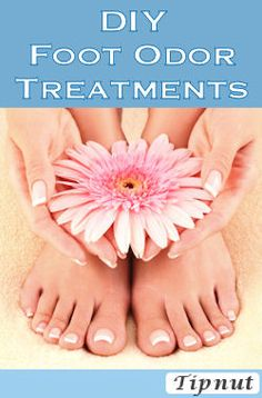 Homemade Foot Powder: cup baking soda 16 drops tea tree 16 drops lavender EO Mix well and set aside overnight. Sift out lumps. Rub on skin as needed. Diy Spa, Diy Beauté, Easy Diy, Health And Beauty Tips, Beauty Make Up, Health Tips, Cool Diy, Foot Spray, Foot Powder