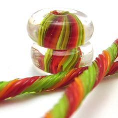 A great blog article on how to create beads using gravity to create stripes.