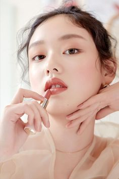 [ETUDE HOUSE] Better Lips-Talk Lips-Talk gives long-lasting vivid color and hydro shine to the lips. Etude House Lipstick, Glass Skin, Coffee To Go, Velvet Matte, Laneige, Covergirl, Huda Beauty, Maybelline, Vivid Colors
