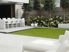 10 Amazing Minimalist Garden Design Ideas for Your New Home 11 Contemporary Garden Design, Small Garden Design, Contemporary Landscape, Landscape Design, White Gardens, Small Gardens, Outdoor Gardens, Minimalist Garden, Minimalist Style