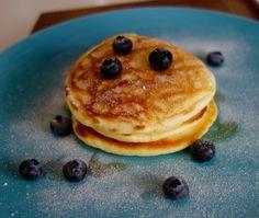 Diese Pancakes American Style von Jamie Oliver sind einfach nachzumachen und einfach köstlich. Am besten schmecken sie uns mit Blaubeeren und Ahornsirup.