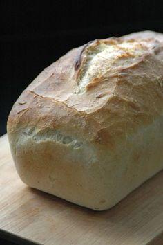Zelf brood bakken is iets magisch. Lees hier alles over brood bakken. Dutch Recipes, Pastry Recipes, Bread Recipes, Cooking Recipes, Thermomix Bread, Homemade Dinner Rolls, Good Food, Yummy Food, Bread Cake