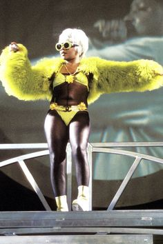 Lil' Kim on the No Way Out tour in 1997 Hip Hop Fashion, 90s Fashion, Autumn Fashion, Womens Fashion, Fashion Stores, Kevin Gates, Lil Wayne, Lil Kim Birthday, 30th Birthday