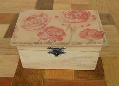 ¡Buenas tardes! Hoy te enseñaremos cómo dar un aspecto envejecido a las cajas de madera. ¿Dónde? ¡En nuestro blog! => #Manualidades #Artesanía #Hechoamano #Técnicas #Madera #Envejecido #Handcrafted #Handcraft #Handmade #Techniques #Wood #Aged Deja tus comentarios :)