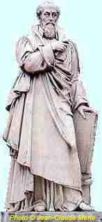 Michel de L'Hopital. Marbre par Jean Baptiste Debaye, donné par le roi Charles X en 1822 à Aigueperse-Suite au colloque de Poissy (1561) il s'efforce de pallier cet échec par l'Edit de tolérance de janvier 1562. Mais le massacre de Wassy le 1° mars déclenche la 1° guerre de religion. Celle-ci prend fin avec l'édit d'Amboise, mais cette politique échoie à nouveau et L'Hospital donne sa démission en 1573. Il a par ailleurs introduit d'importantes réformes judiciaires et administratives.