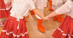 Nagycsoportos gyerekek Márton napjára a szülők is hivatalosak voltak. Néhány kislány és az óvónénik gazdaasszonynak öltöztek, a többiek feh... Projects For Kids, Nap, Fashion, Moda, Kids Service Projects, Fashion Styles, Fashion Illustrations