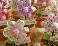 Vasinho de barro com flor de fuxico