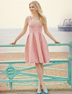 how to wear a pastel dress   Peachy pastels: How to wear the pretty shade this spring