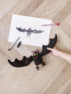 SAGOSKATT vleermuis | #IKEA #IKEAnl #Kerst #SoftToys #droomknuffel #tekening #fantasie #handpop #poppenkast