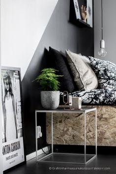 Grafiitinharmaassa kaksiossa: Palikka pöytävalaisin omalta verstaalta Entryway Bench, Bedroom Ideas, House Design, Decoration, Heart, Furniture, Home Decor, Entry Bench, Decor