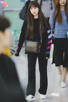Kpop Fashion, Asian Fashion, Daily Fashion, Girl Fashion, Fashion Outfits, Kpop Outfits, Casual Outfits, Work Outfits, Korean Airport Fashion