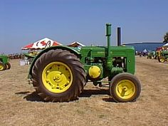 JD D Tractor