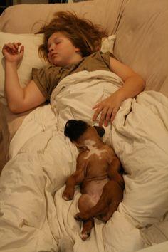los dias que estoy mas cansada duermo asi con la sacha