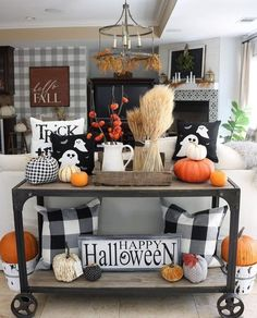 16 indoor Halloween decorating ideas that the entire family will love! Halloween Living Room, Casa Halloween, Fall Living Room, Theme Halloween, Halloween Home Decor, Fall Home Decor, Autumn Home, Living Room Decor, Halloween Costumes