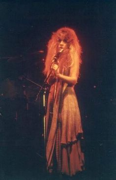 a great photo of Stevie ~ ☆♥❤♥☆ ~ onstage where her outfit matches her hair colour