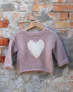 alpaca strik sweater til børn med hjerte mønster strikkekit Knitting For Kids, Baby Knitting Patterns, Baby Patterns, Knitting Projects, Little Girl Fashion, Baby Wearing, Diy For Kids, Knitwear, Knit Crochet