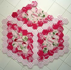 The Scrappy Appleyard: Search results for HEXAGON QUILT