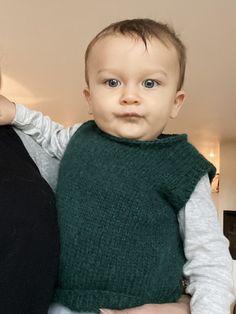 Hverdagsvesten til baby - FiftyFabulous Knitted Washcloth Patterns, Knitted Washcloths, Baby Knitting Patterns, Baby Design, Crochet Baby, Knit Crochet, Crochet Pattern, Designer Baby, Knitting For Kids