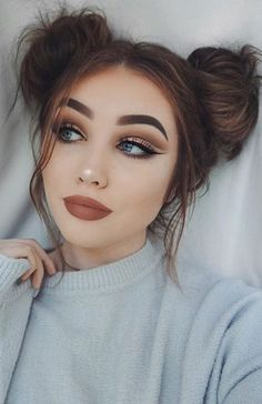 34 space buns that you can easily copy – how to create a space bun tutorial – with hairstyle # Hairstyles for thin hair long 34 space buns you can easily copy – how to create space buns tutorial – with hairstyle Trending Hairstyles, Bun Hairstyles, Hairstyle Ideas, Pretty Hairstyles, 2 Buns Hairstyle, Simple Hairstyles, Spring Hairstyles, Eyeshadow Makeup, Hair Makeup
