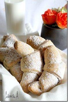 Cornulete fragede cu iaurt Romanian Desserts, Romanian Food, Romanian Recipes, Cookie Recipes, Snack Recipes, Dessert Recipes, Mini Desserts, No Bake Desserts, Good Food