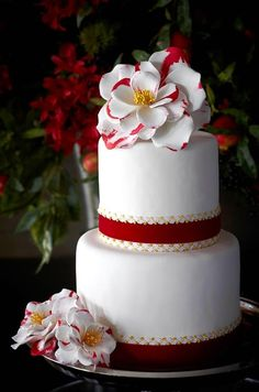 Wedding Cake ~ love the red accents