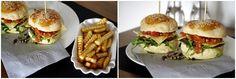 detailmagic // Rindfleisch Burger mit Tomaten-Ragout und Rucola