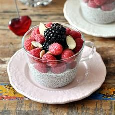 [Recipe] No Cook Dessert: Berries & Coconut Chia Seeds Pudding with Maple Syrup {Vegan Friendly, Gluten Free, Dairy Free} - Fuss Free Cooking No Cook Desserts, Healthy Desserts, Dessert Recipes, Coconut Chia Seed Pudding, Coconut Milk, Chia Pudding, Pudding Recipe, Maple Syrup Recipes, Food Categories