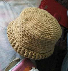 crochet hats free patterns | ... and Yarns by Laurie Laliberte: Trick or Treat? (free crochet pattern