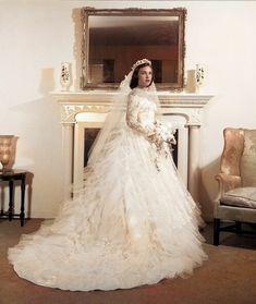 Colorized Photos, Lace Wedding, Wedding Dresses, Love And Marriage, Brides, Vintage, Fashion, White People, Bride Dresses