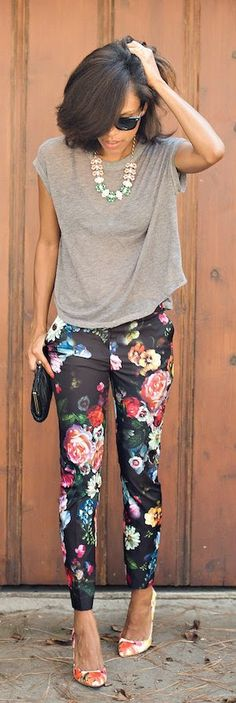 Street style | Grey top, Floral pants, necklace, clutch