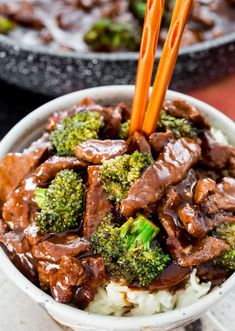 Easy Beef and Broccoli Stir Fry - forget take-out! In 15 minutes you can have this insanely delicious beef and broccoli stir fry! Way better than any restaurant version! #beefbroccoli #stirfry