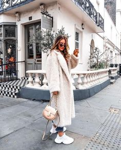 The Outerwear Trends Our Readers Can't Stop Wearing - - Teddy coat outfit ideas Source by Theblondegirlx Winter Outfits For Teen Girls, Winter Fashion Outfits, Fall Winter Outfits, Fashion Week, Look Fashion, Autumn Winter Fashion, Trendy Outfits, Womens Fashion, Fashion Fall
