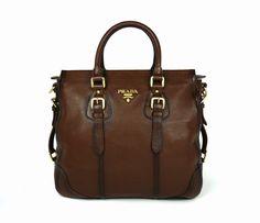 Ven y descubre los mejores bolsos de primeras marcas nuevos o de segunda mano a precios inmejorables:   http://www.misbolsosdelujo.com/bolsos-de-marca-de-segunda-mano.html