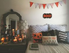 Decorating for Halloween, in the last 2 years or so I've enjoyed playing it up around my home. Halloween decor can sometimes be extremely subtle. If you want to add the spirit of this holiday into your living room decor… Continue Reading → Diy Halloween, Halloween Room Decor, Halloween Tumblr, Halloween Decorations Apartment, Halloween Design, Vintage Halloween, Halloween Pillows, Zombie Decorations, Farmhouse Halloween
