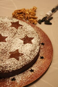 Quick gluten-free chocolate cake with grounded walnuts and tonka bean