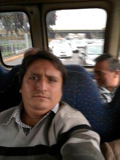 En el bus que me lleva a la felicidad.