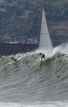 Las impresionantes olas del campeonato de surf de Punta Galea - elcorreo.com-2013