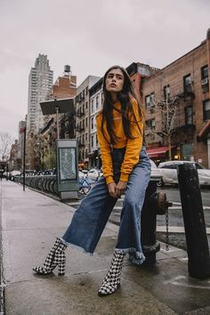 urban fashion photography which look beautiful Urban Fashion Photography, Fashion Photography Poses, Fashion Photography Inspiration, Photoshoot Inspiration, Photography Ideas, Clothing Photography, Sunset Photography, Life Photography, Portrait Photography