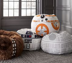 Being a nerd doesn't always uncool. Especially when you are a geek that loves Star Wars as much as you love your life. Here are ideas for nerd room that you might like to be applied at yours. Star Wars Decor, Decoration Star Wars, Star Wars Bedroom, Star Wars Nursery, Star Wars Bedding, Geek Bedroom, Boy Star Wars Room, Geek Nursery, Comfy Bedroom