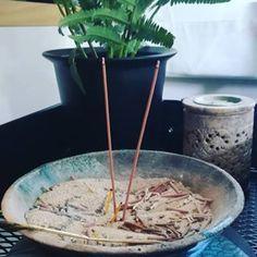 ✳ Japanische Räucherstäbchen von HIKALI KOH ✳ Düfte zum Entspannen und Loslassen#räucherstäbchen #incensesticks #incense #meditation #spiritual #enjoy #räuchern #goodvibes #harmony www.lumiqi.com Incense, Meditation, Instagram, Letting Go, Zen