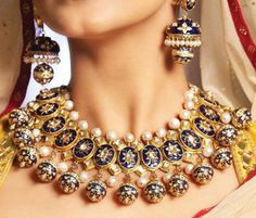 Unique jewelry set for an Indian bride. How beautiful are her jhumkas…