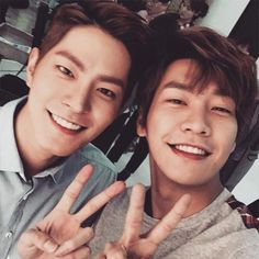 Hong Jong Hyun shared a photo with his best friend Young Kwang Hyung