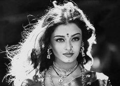 Aishwarya Rai, late 90s #bindisandbaubles #bindis