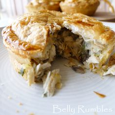 Delicious homemade chicken, leek and mushroom pies. Individual pies that the family will love. Also suitable for those using Kmart pie makers. Easy Delicious Recipes, Yummy Food, Tasty, Chicken And Leak Pie, Individual Pies, Dessert For Dinner, Dessert Ideas, Mushroom Pie, Wrap Sandwiches