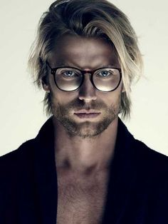 coupe de cheveux homme tendance mi-longue mèches blondes look art #hairstyle