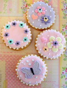 Cottage garden cookies by nice icing, via Flickr--these look too pretty to eat!