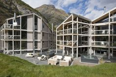 Situated near the gondola, Hotel Matterhorn Focus in Zermatt is a luxury design hotel. Hotel Matterhorn Focus offers luxurious rooms & suites and a spa. Zermatt, Superior Hotel, Hotels, Cozy Room, Swiss Alps, Cabin, Mansions, Luxury, House Styles