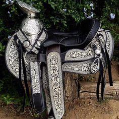 Bella montura piteada hecha 100% a mano! Uno de nuestros más populares diseños! Ordena la tuya hoy!  #Montura #MonturasYMonturas #MonturaPiteada #Pita #HechasAMano #Caballos #CaballosFinos #CaballosDeInstagram #Saddle #Horses #Charro #Charra #Vaquero #Rodeo